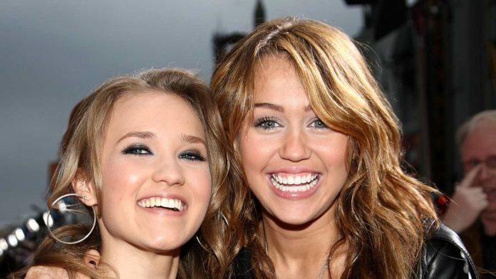 Emily Osment e Miley Cyrus