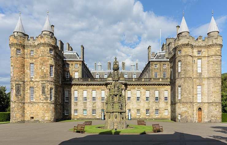 Holyroodhouse Palace, Scozia - Fonte: Wikipedia