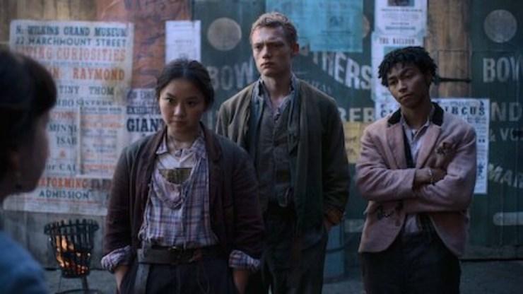 Una scena della serie televisiva Netflix, The Irregulars