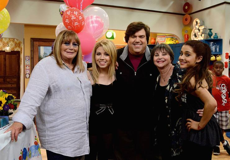 Sam & Cat cast e Dan Schneider - fonte Getty images