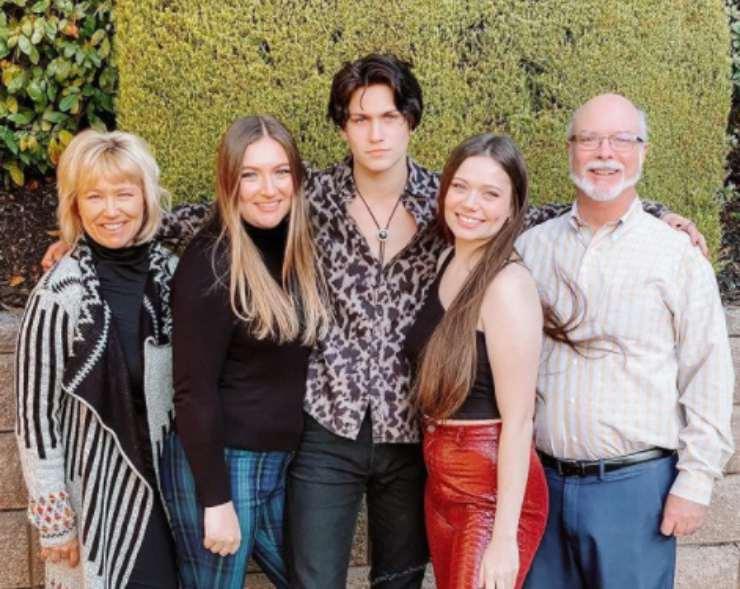 Chase Hudson e la sua famiglia. Fonte: Instagram