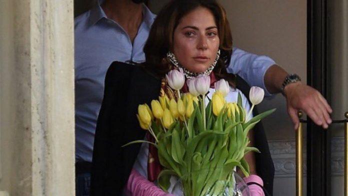 Lady Gaga piange
