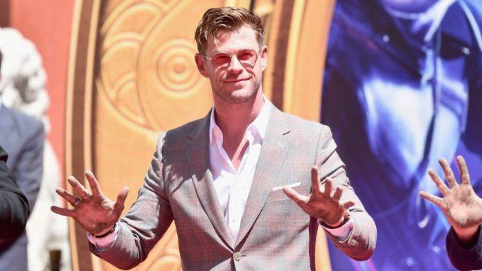 L'attore e modello Chris Hemsworth