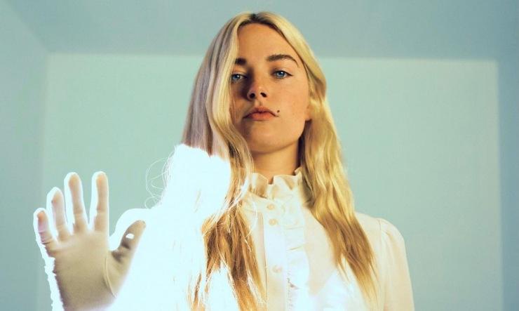 Ashe, cantante californiana