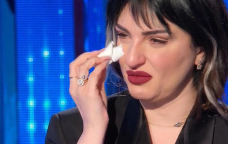 Arisa piange