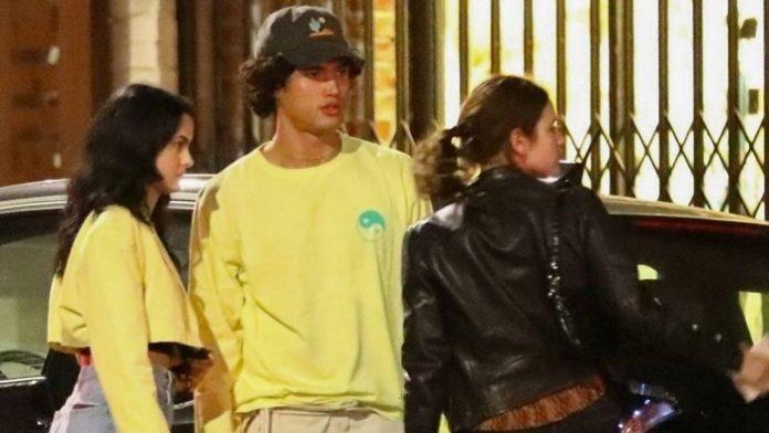 Charles Melton e Camila Mendes