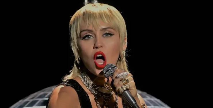 Miley Cyrus Arón Piper